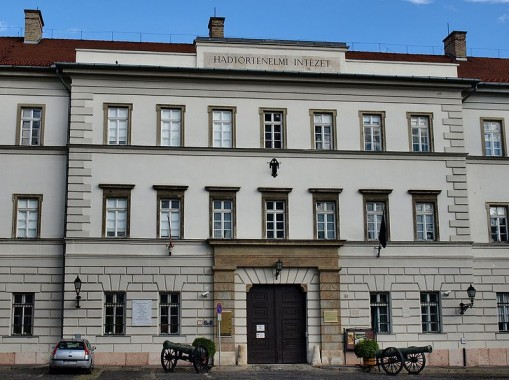- Hadtörténeti Intézet és Múzeum